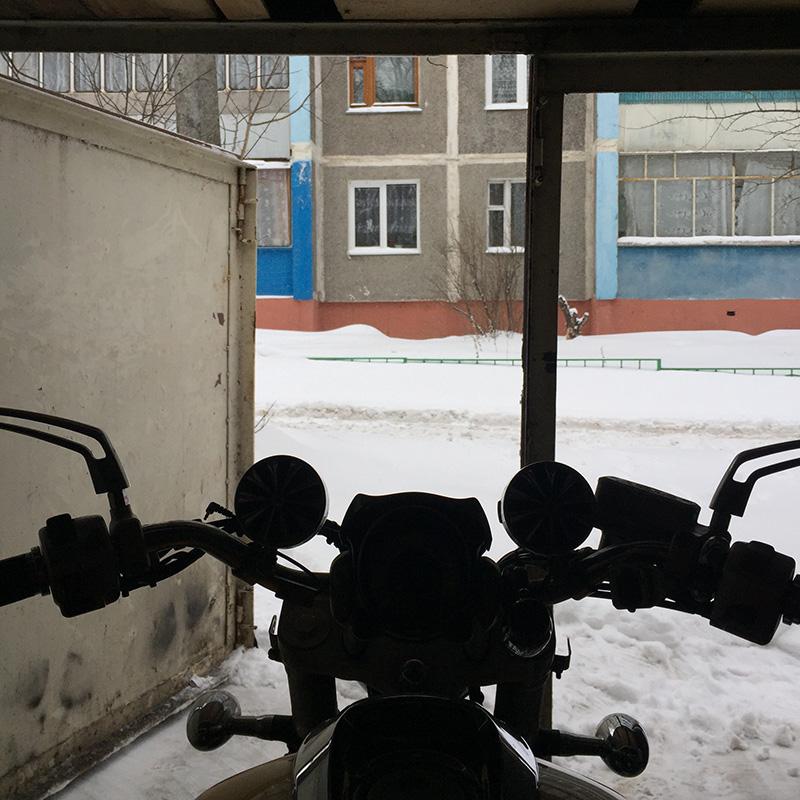 Мотосезон начинается, когда снег растает, а температура будет стабильно держаться выше+10°C. Курская зима 2019года, как назло, затянулась, и мотоцикл простоял в гараже до середины апреля