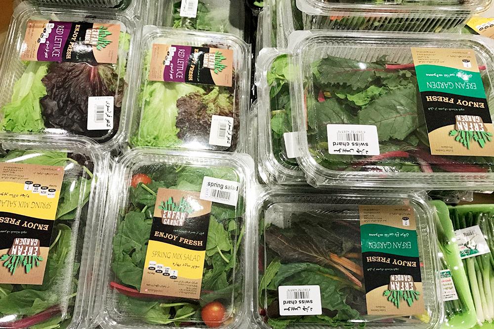 В магазинах очень много зелени. Шпинат тут входит в список продуктов первой необходимости: он есть во многих блюдах иранской кухни