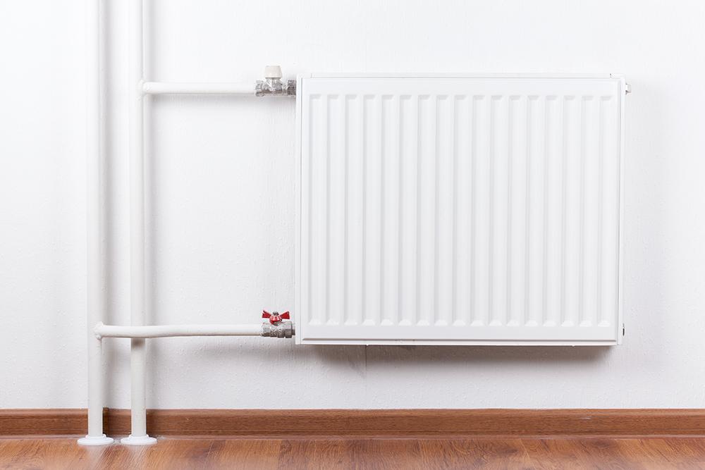 Краны сбоку можно перекрыть, тогда квартира будет обогреваться только общей трубой. Фото: photopixel / Shutterstock