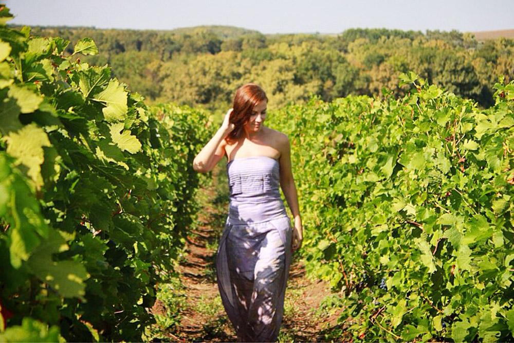 В винном туре сможете узнать все о производстве вина и заодно устроить фотосессию в виноградниках. Это фото сделано в Долине Лефкадия