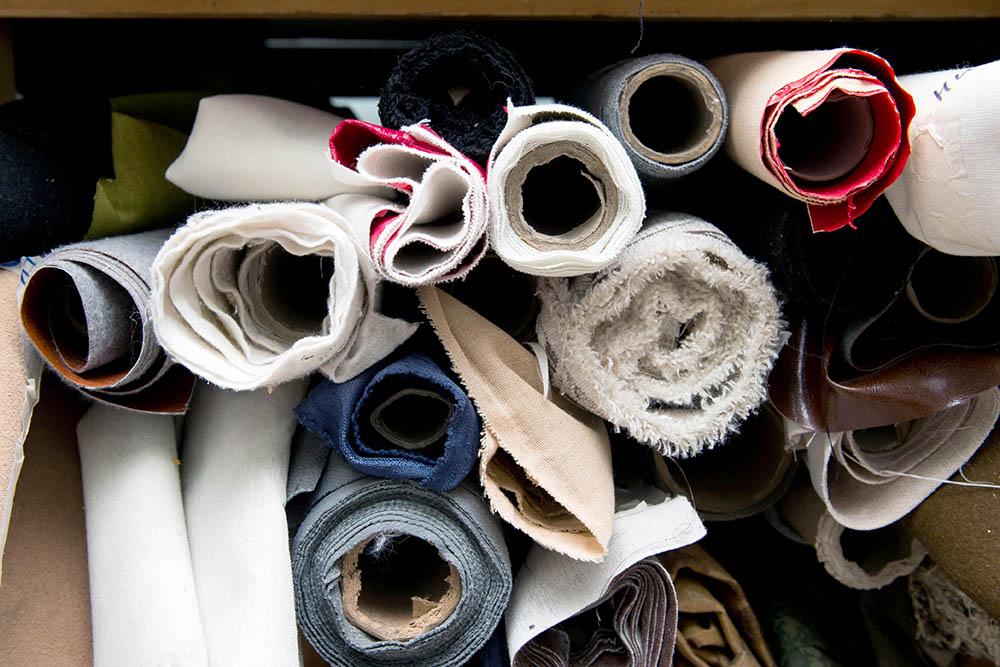 Ткань и нитки для старта Инна взяла из дома