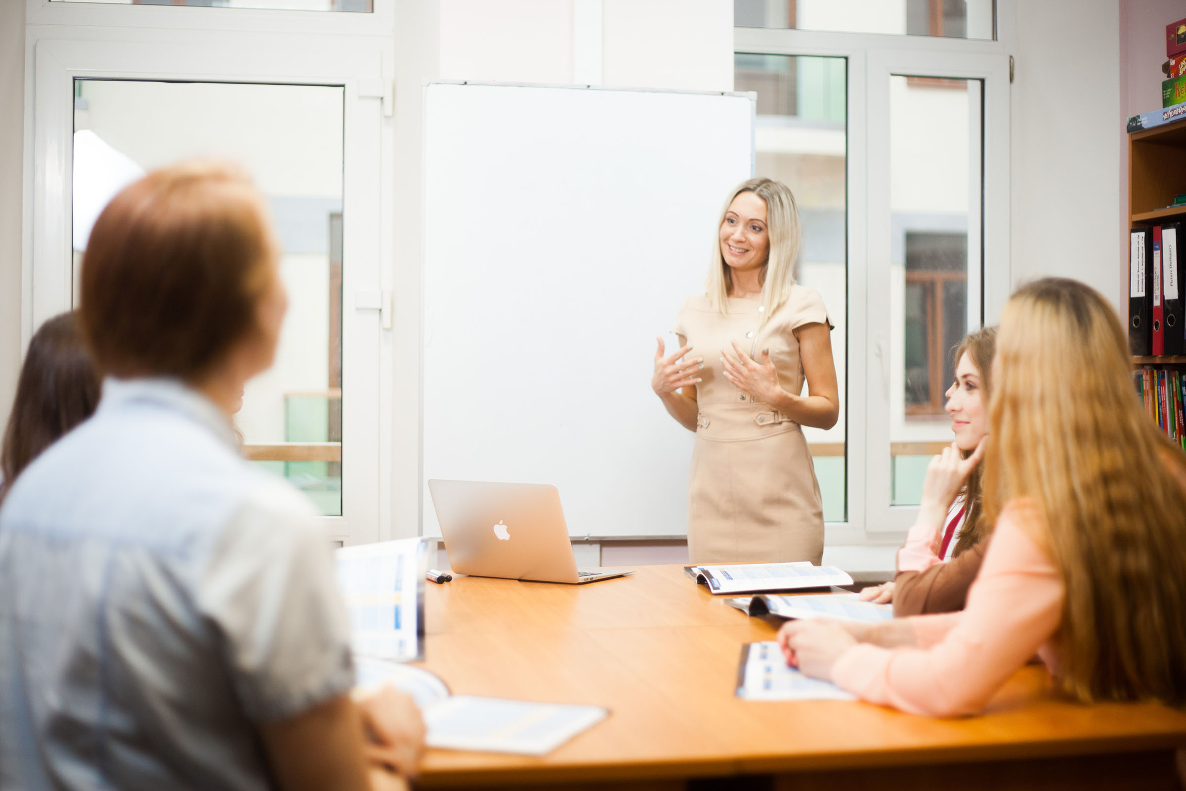 Ксения проводит обучение для преподавателей