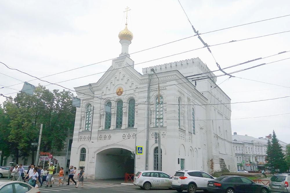 Знаменская башня — еще один известный архитектурный памятник Ярославля