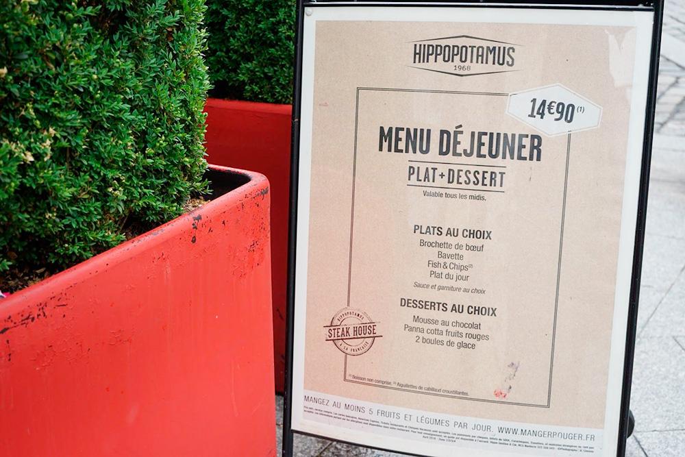 В сети «Иппопотамюс» готовят обед из говяжьего шашлыка с соусом и гарниром и шоколадного мусса за 14,9€ (1058рублей)