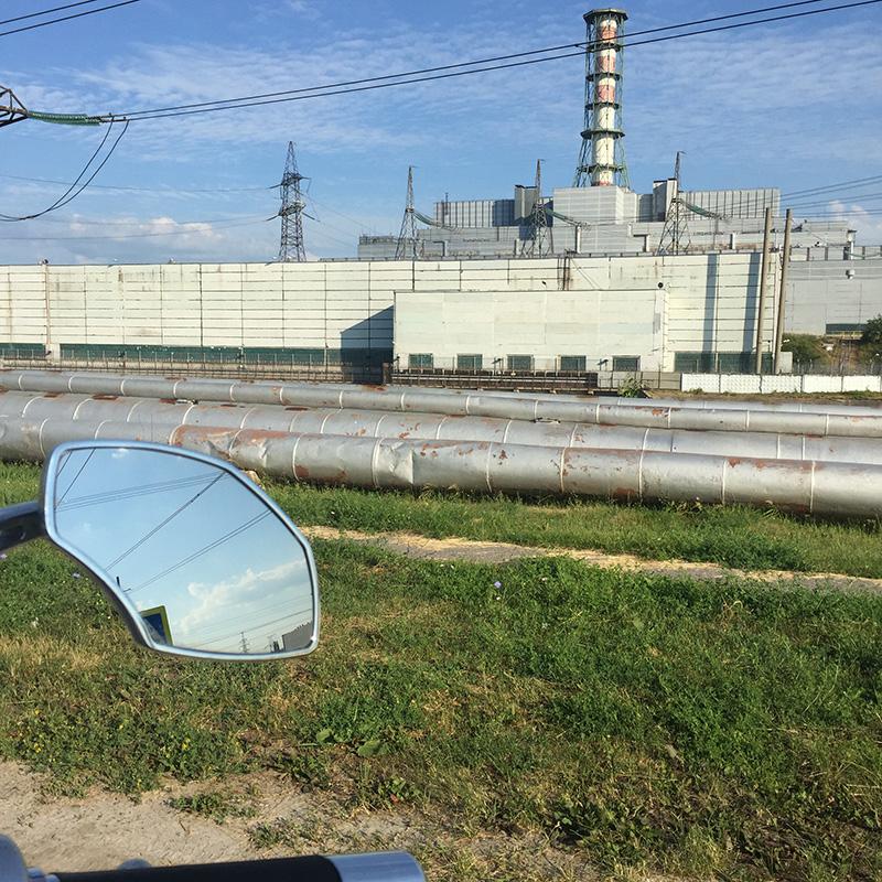 Не уверен, что на АЭС можно было заезжать, но меня никто не остановил, а мне было интересно