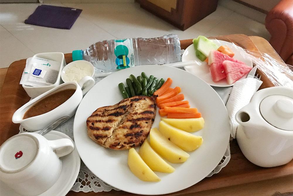 Обед в частной клинике на Бали