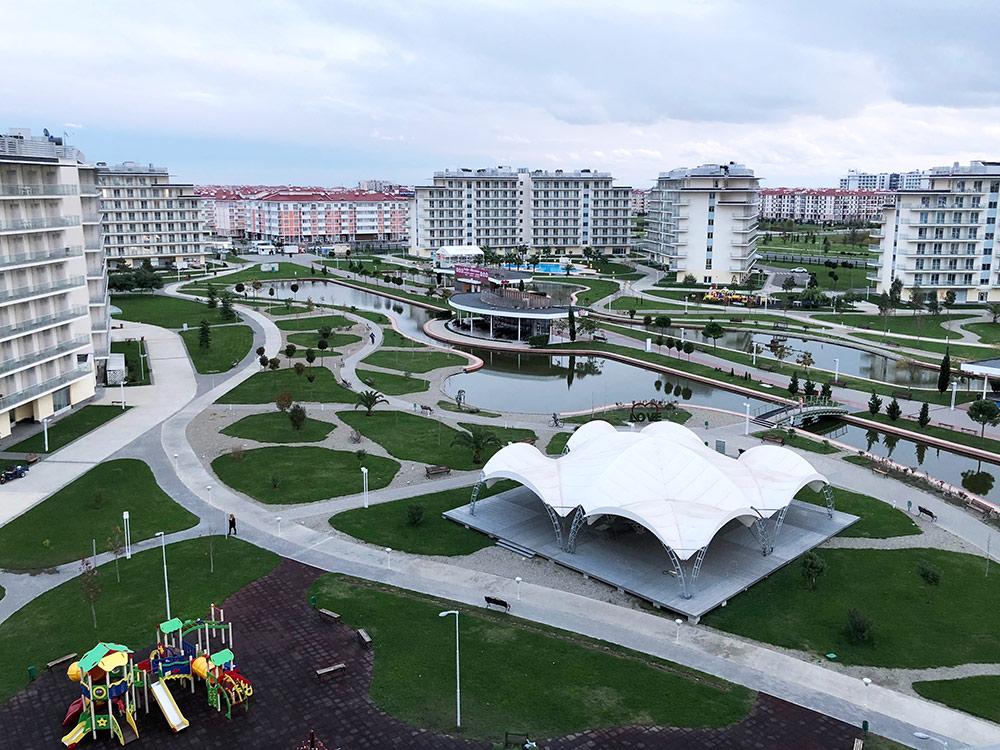 Вид с балкона — на территорию отеля