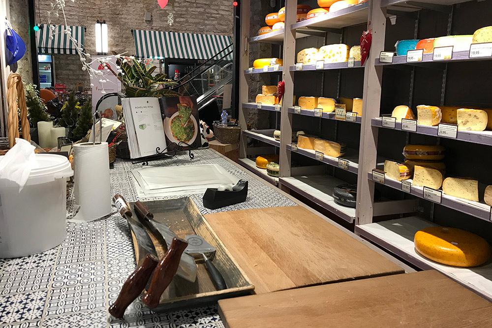 Выбор сыров на рынке огромный: с орехами, зеленью, перчиком