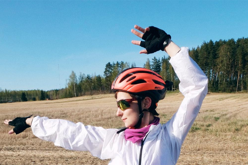 Велошлемы стоят от 2000<span class=ruble>Р</span>. В магазине я перемерила все шлемы моего размера, чтобы выбрать самый удобный