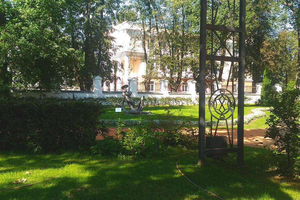 Губернаторский сад — любимое место для прогулок