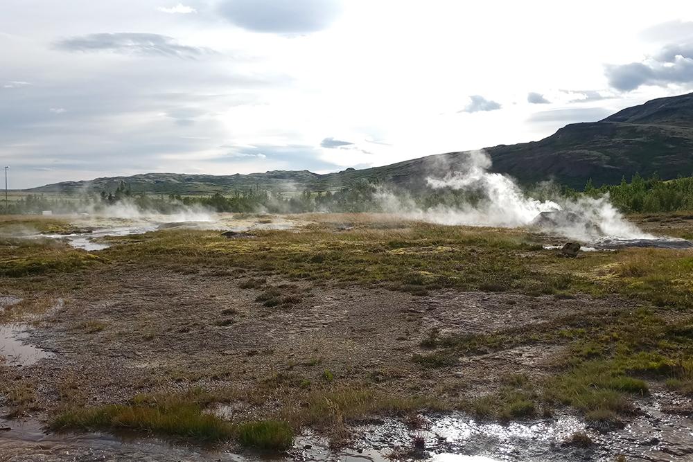 Вода в долине гейзеров очень горячая — лучше даже не пытаться ее потрогать