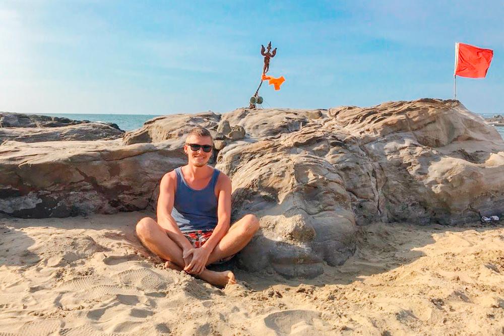 Пляж Вагатор славится среди туристов каменной головой Шивы, а сам поселок считается столицей гоанских транс-вечеринок