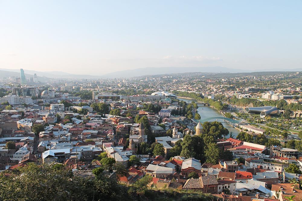 Панорама старого Тбилиси с канатной дороги
