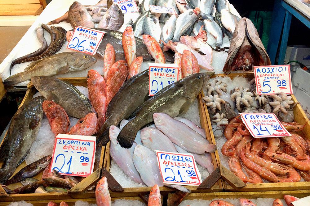В Картерадосе, неподалеку от Фиры, есть магазин морепродуктов, где можно купить свежую рыбу