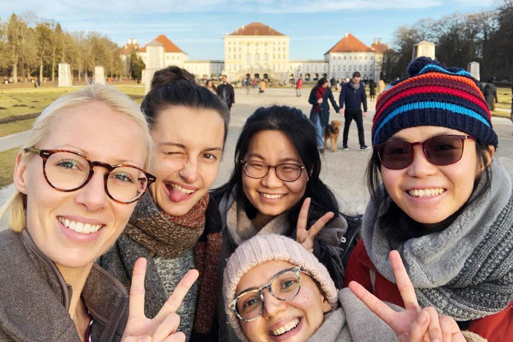 В Нимфенбурге помимо концерта у нас была часовая прогулка по дворцовому парку
