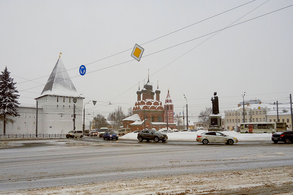 Историческая часть города в снеге с грязью