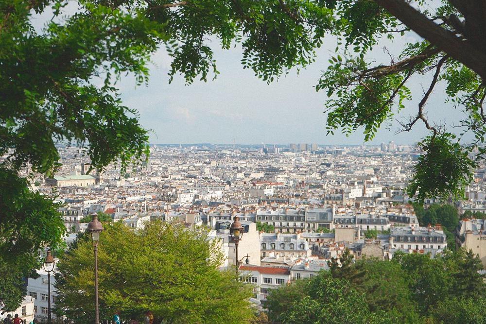Монмартр — самая высокая точка города и самая известная бесплатная смотровая площадка