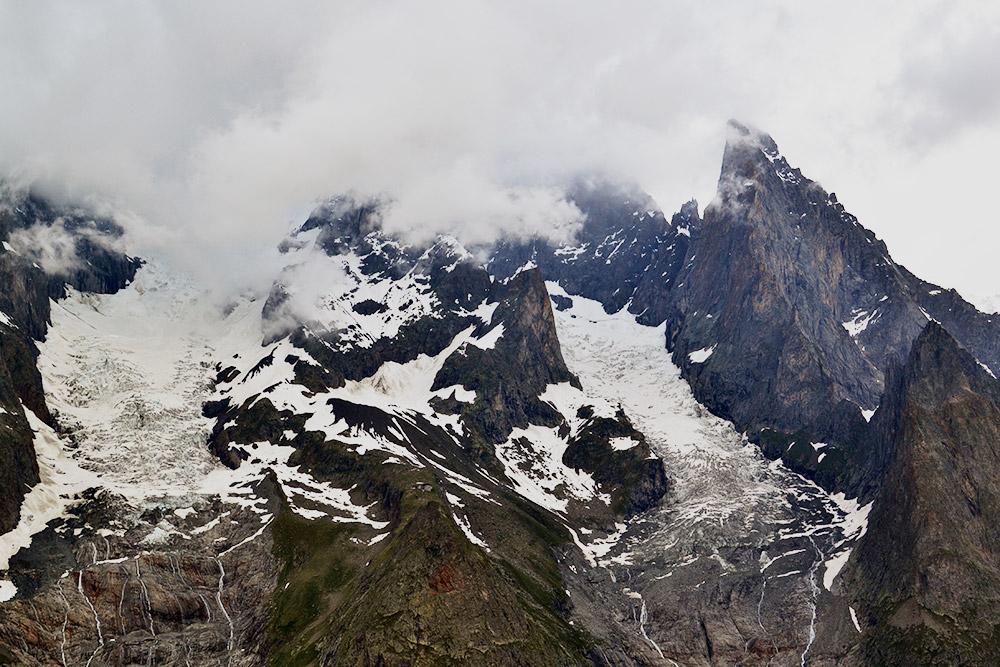 Красота величественных и суровых скал завораживает