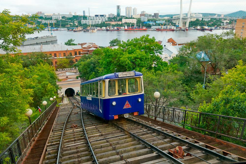 Еще во Владивостоке есть действующий фуникулер, стоимость проезда в2019году — 14рублей. Фото: Shutterstock