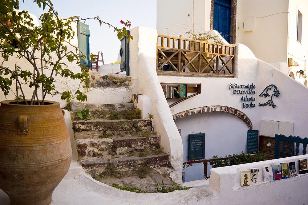 Фасад «Атлантис-букс» и лестница, ведущая на крышу-террасу. Источник: Jorge Sousa Pinto