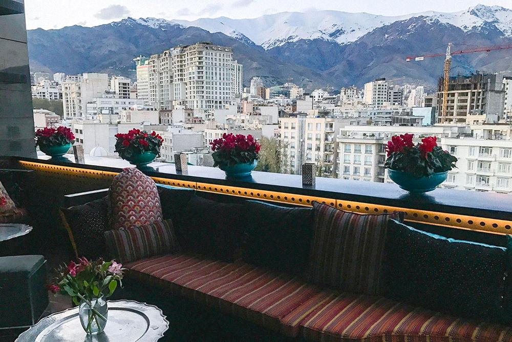 В Тегеране много ресторанов с красивым интерьером. Это вид с балкона ресторана «Диван»