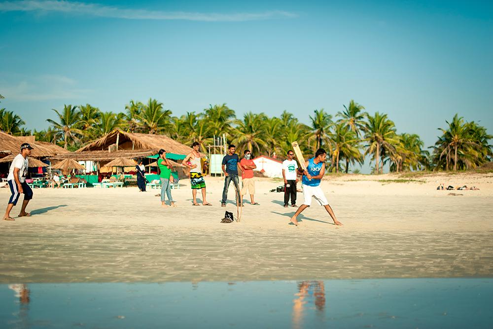 В Индии очень популярен крикет. Индусы постоянно играют в него на пляже. Фото: Shutterstock