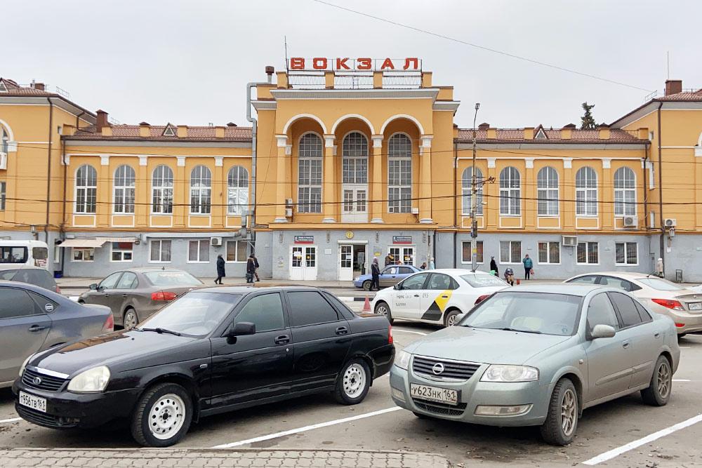 Станция Таганрог-1, или Новый вокзал. Интересно, что в Туапсе здание вокзала построено по точно такомуже проекту