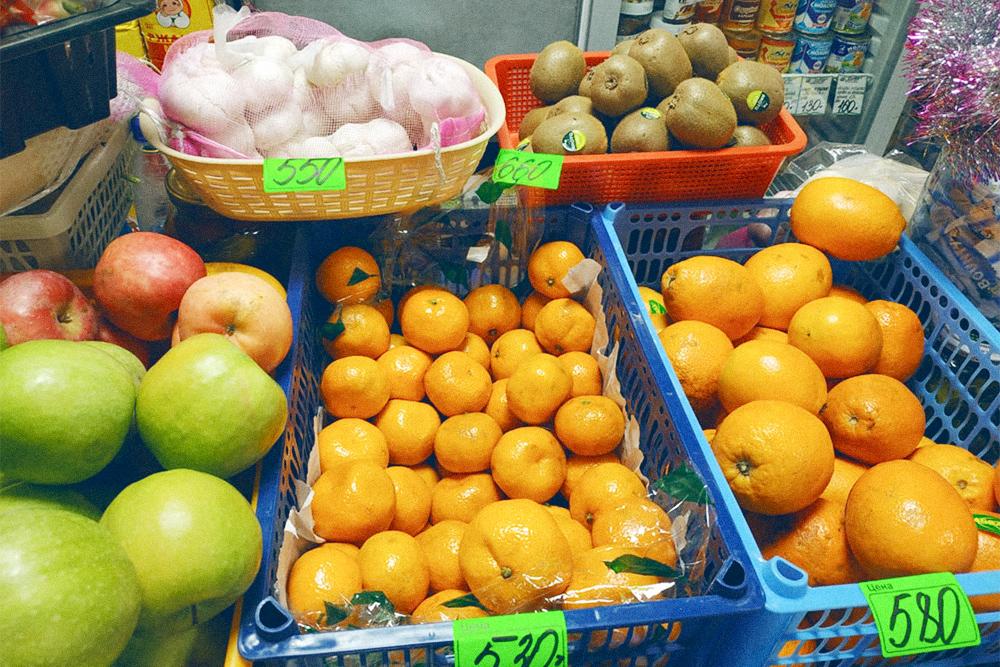 В Абхазии 1 кг мандаринов стоит 20 рублей. На Чукотке он дороже в 26,5 раза. Чеснок — 550 рублей