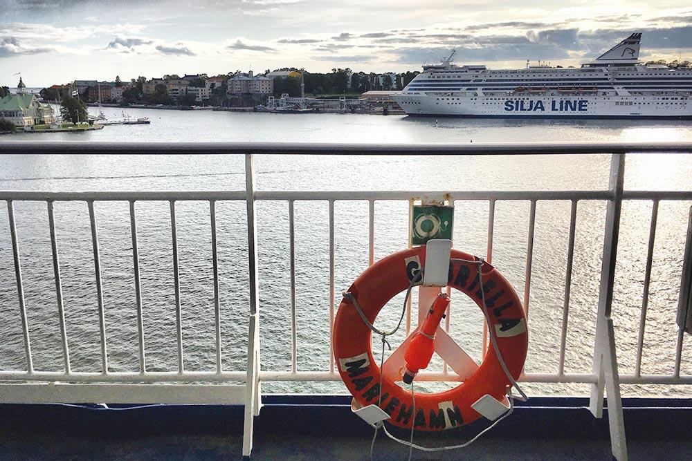 Этот лайнер когда-то сбил меня с толку. Я часто видела его в Южной гавани и пришла на посадку круиза в Таллин, но оказалось, что мне нужен другой терминал