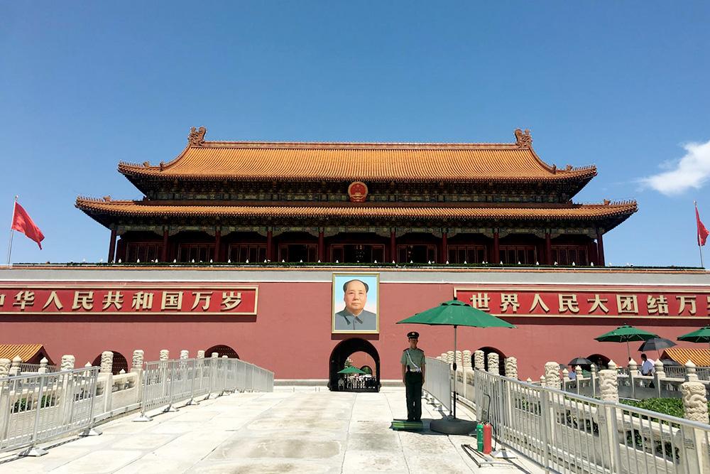 Мавзолей Мао Цзэдуна, построенный в Запретном городе — резиденции китайских императоров