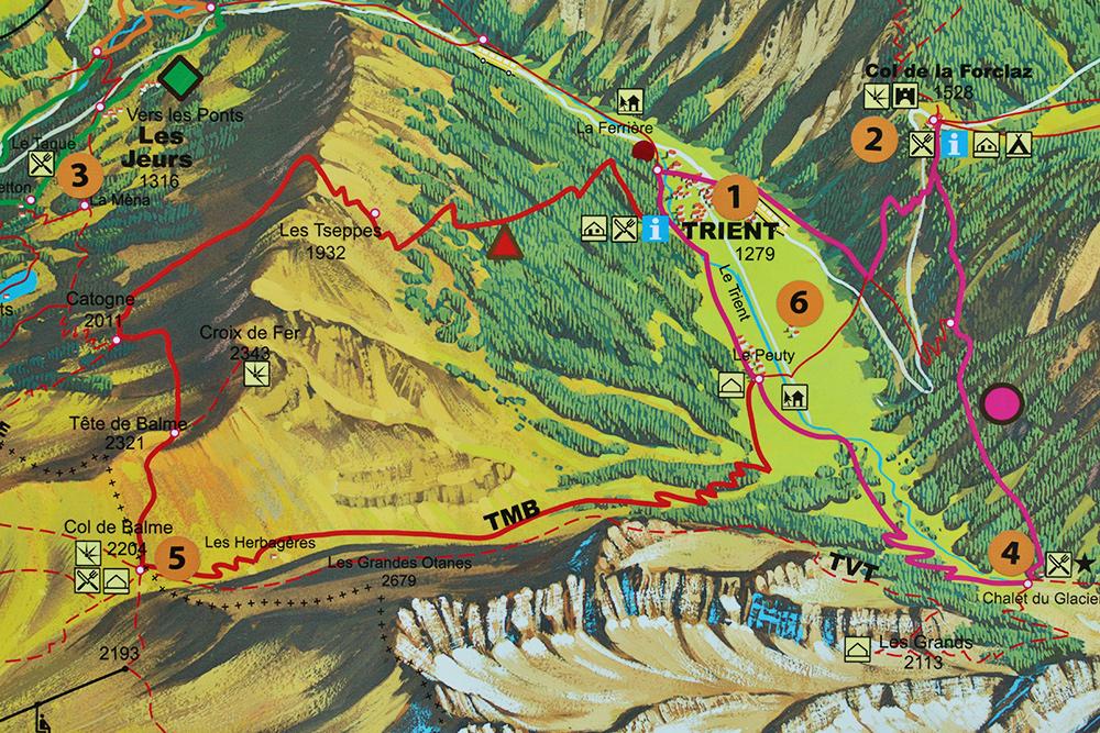 Варианты маршрутов от города Trient. Мы шли по более пологому подъему, обозначенному красной линией и маркированному TMB, без подъема на перевал Tete de Balme (2321 м)