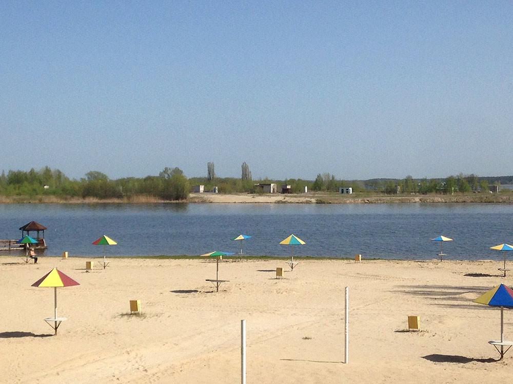 Пляж санатория имени Горького. Считается, что на нем можно купаться. Последний раз я делал это 2 года назад, потом несколько дней все тело сильно чесалось