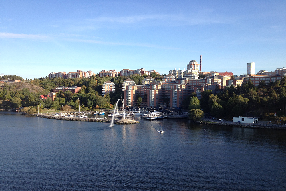 Во время плавания можно посмотреть на районы Стокгольма с моря