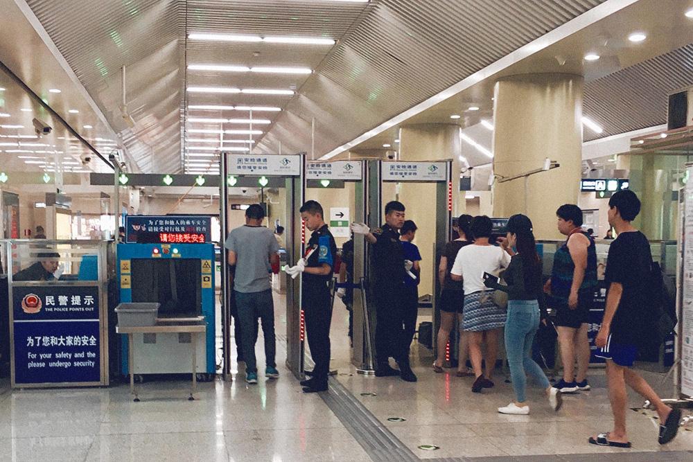 Приготовьтесь к проверке вещей на любой станции метро — такие правила