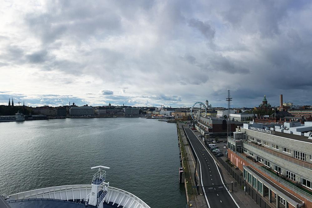 Паром «Викинг-лайна» отправляется из центра Хельсинки. С палубы открывается отличный вид на город
