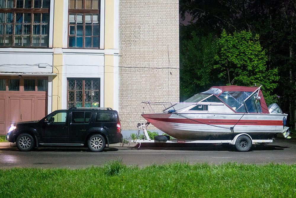 Часто катер продают вместе с прицепом