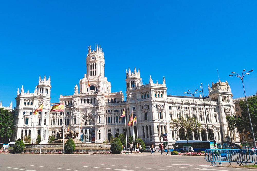 Рядом с дворцом находилась финишная линия Мадридского марафона