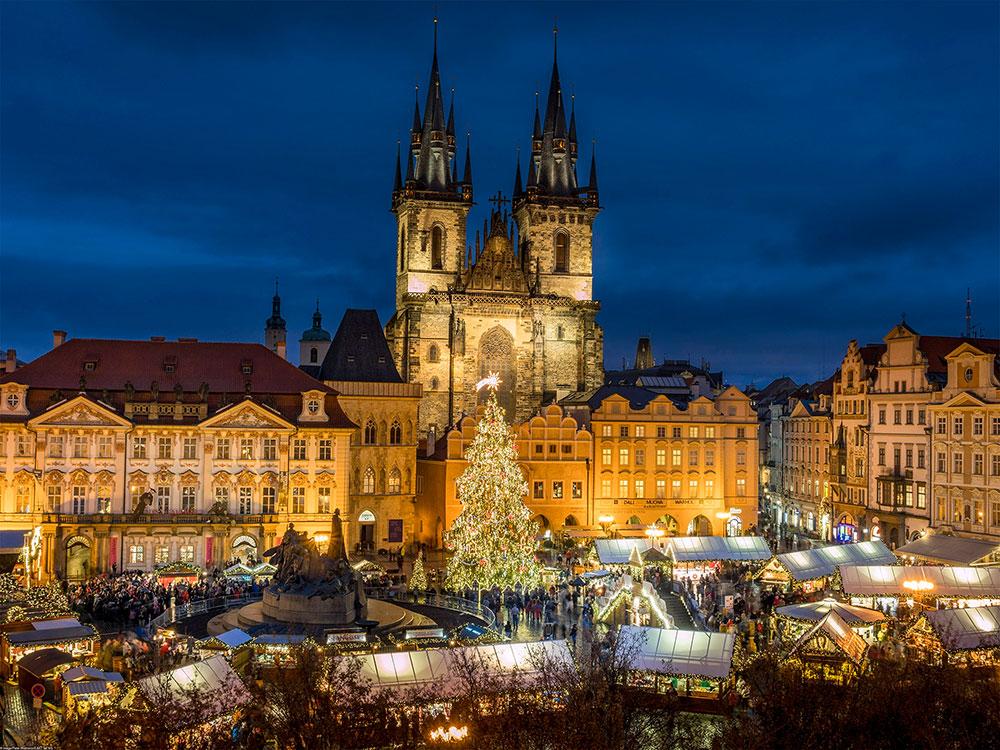 Рождественская ярмарка на Староместской площади. Фото: Peter Widmann/EAST NEWS