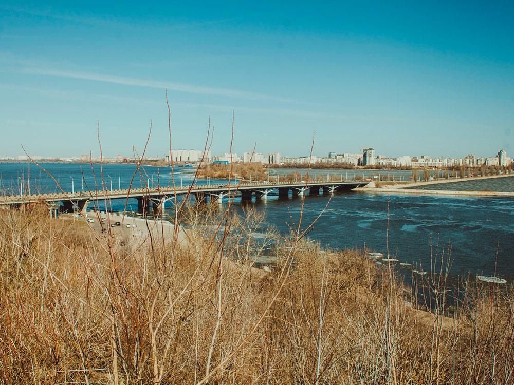 Вид на водохранилище, Чернавский мост и левый берег