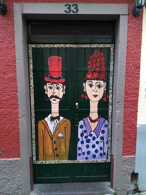 Рисунки есть практически на всех дверях улицы Санта Мария в Фуншале
