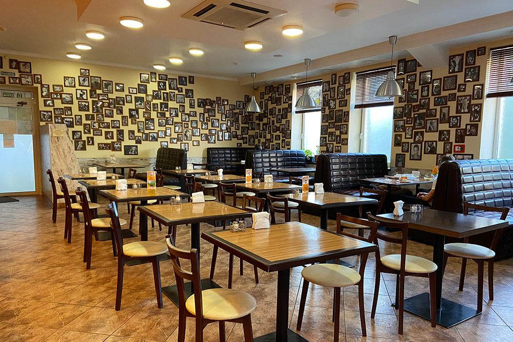Дизайнерская столовая Food Court неподалеку от радиотехнического университета