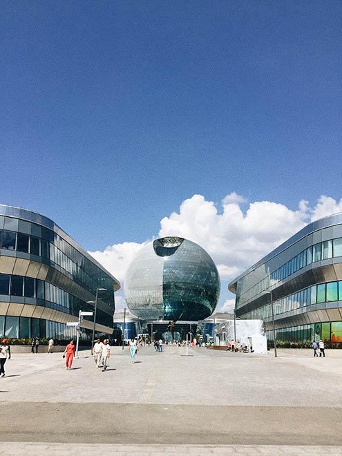 Главный вход в Музей будущего. В здании 8 этажей