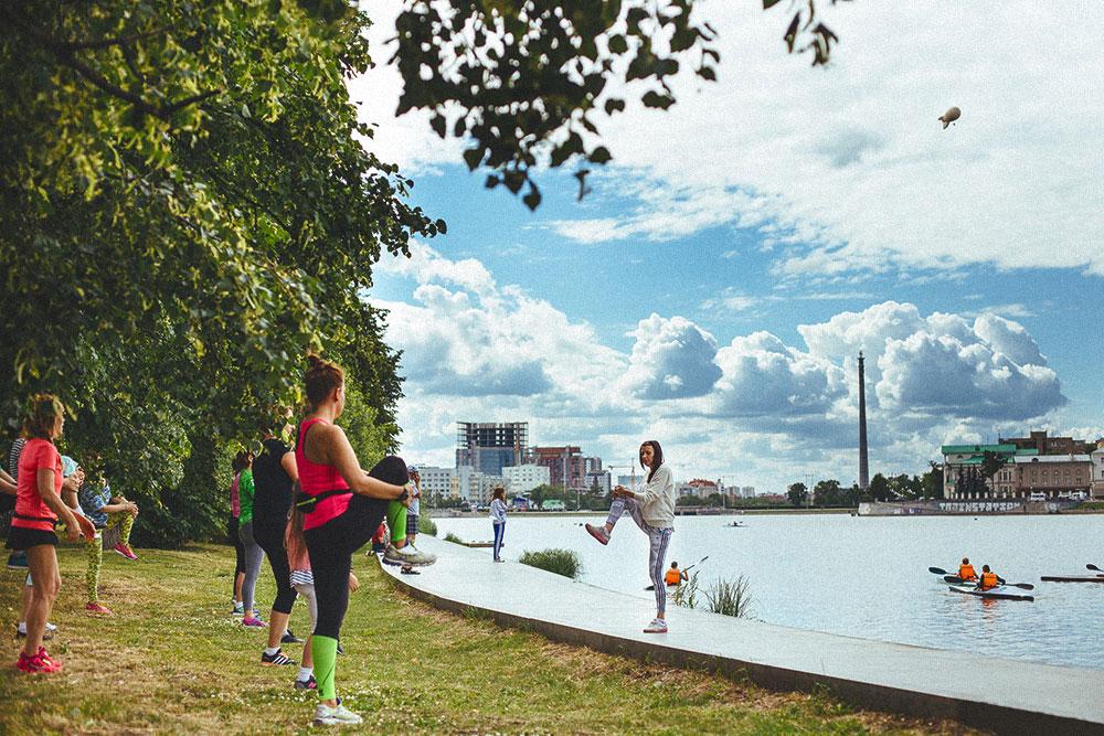 Тренировка на набережной в парке в Екатеринбурге