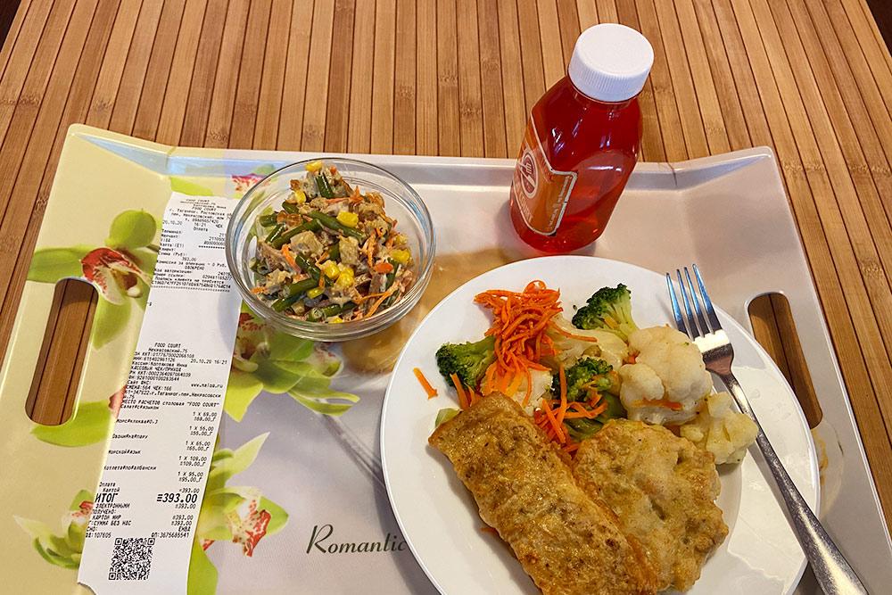 Салат, сок и две котлеты с овощным гарниром в столовой обошлись мне всего в 393<span class=ruble>Р</span>