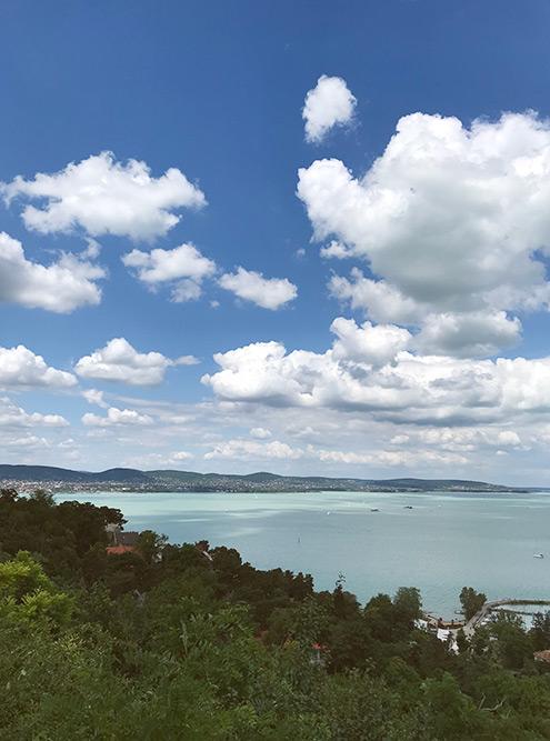 Озеро Балатон, или Венгерское море, окружено потухшими вулканами, виноградниками и курортными городками
