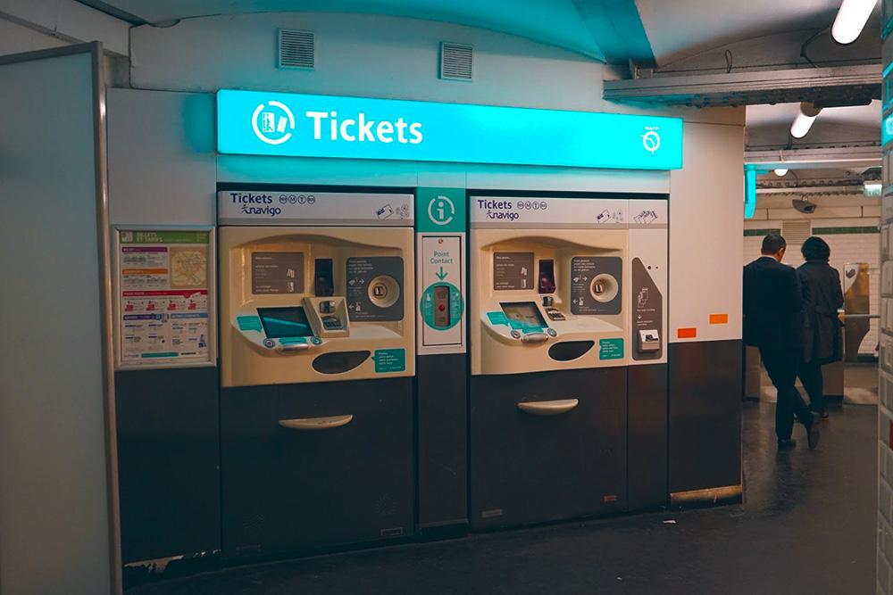 В таких терминалах можно купить билеты за наличные или по карте, а также пополнить баланс «Навиго»