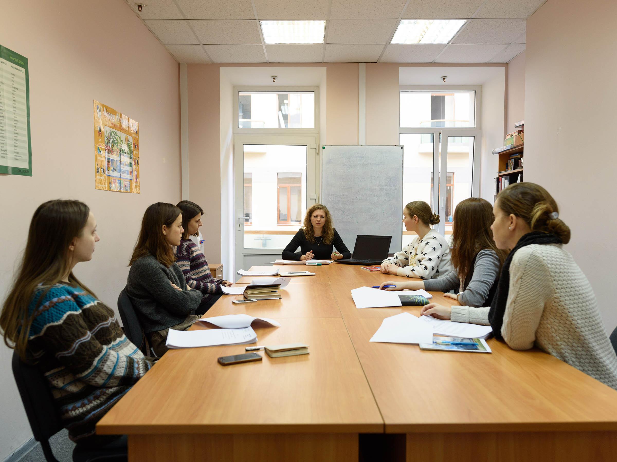 Обучение преподавателей в офисе школы в бизнес-центре