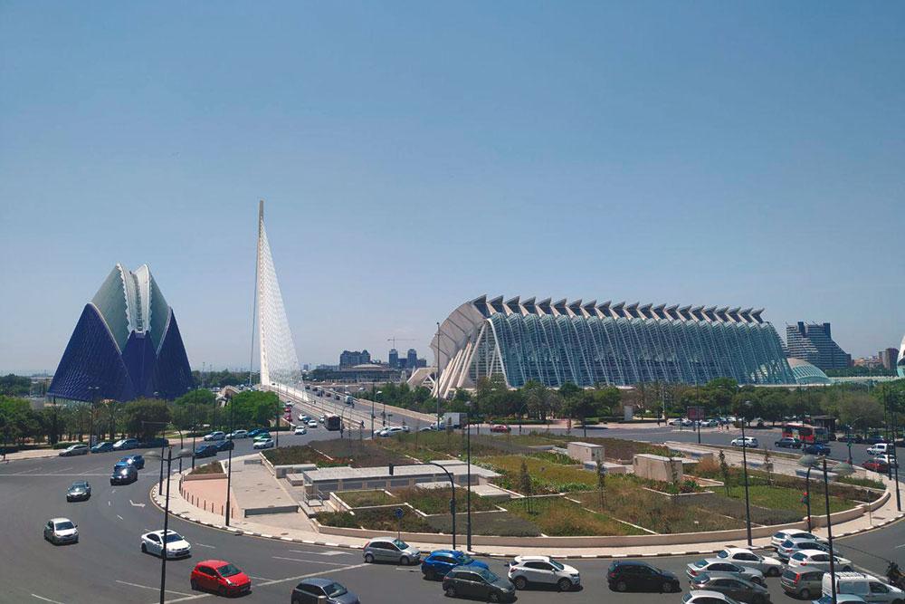 Панорамный вид на Город наук и искусств открывается с последнего этажа торгового центра Aqua