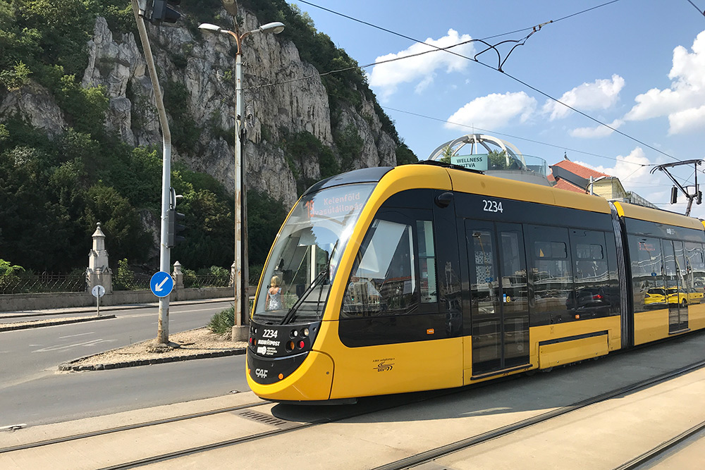 Новые трамваи очень комфортабельные — в них легче заходить с чемоданами и колясками, есть кондиционер, а ходят они практически бесшумно