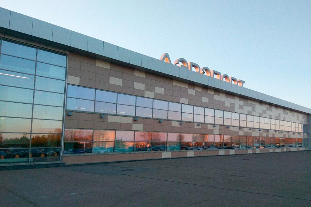 Аэропорт Бегишево в Набережных Челнах на закате
